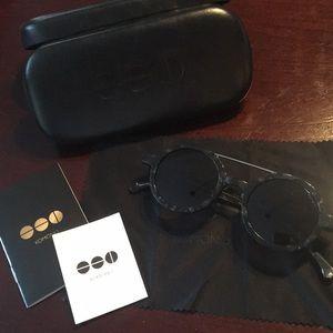 NWOT Komono Sunglasses Round Marble